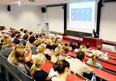 Studierende während einer Vorlesung im Hörsaal Anatomie